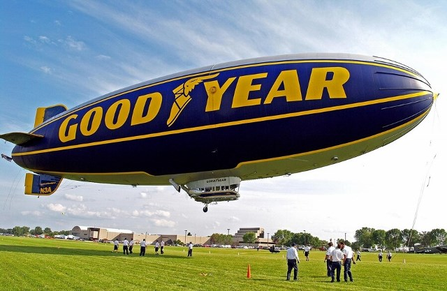 goodyear-blimp-osh10-640x417